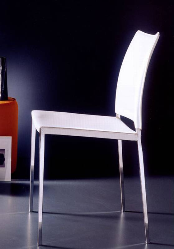 Kida Leather from Bontempi designed by Daniele Molteni.